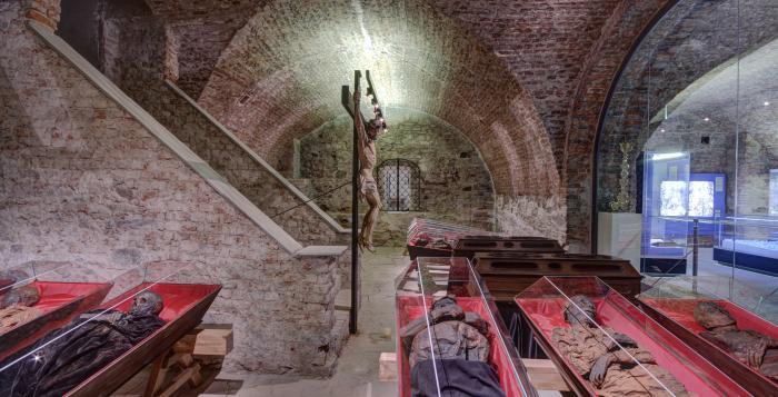 IMAGE: jezuitské katakomby